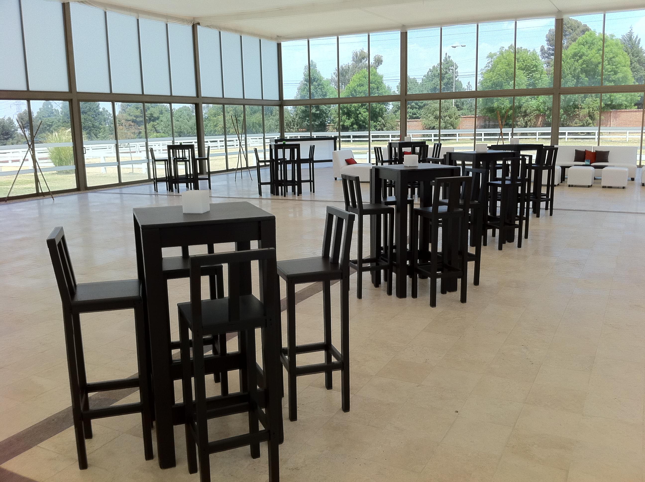 Periqueras de madera lounge style for Mesas de madera para bar